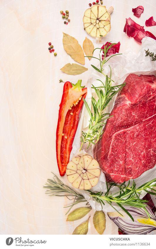 Rohe Rind Fleisch mit Kräuter und Gemüse Gesunde Ernährung Leben Stil Essen Hintergrundbild Lebensmittel Design Tisch Kräuter & Gewürze Küche Bioprodukte