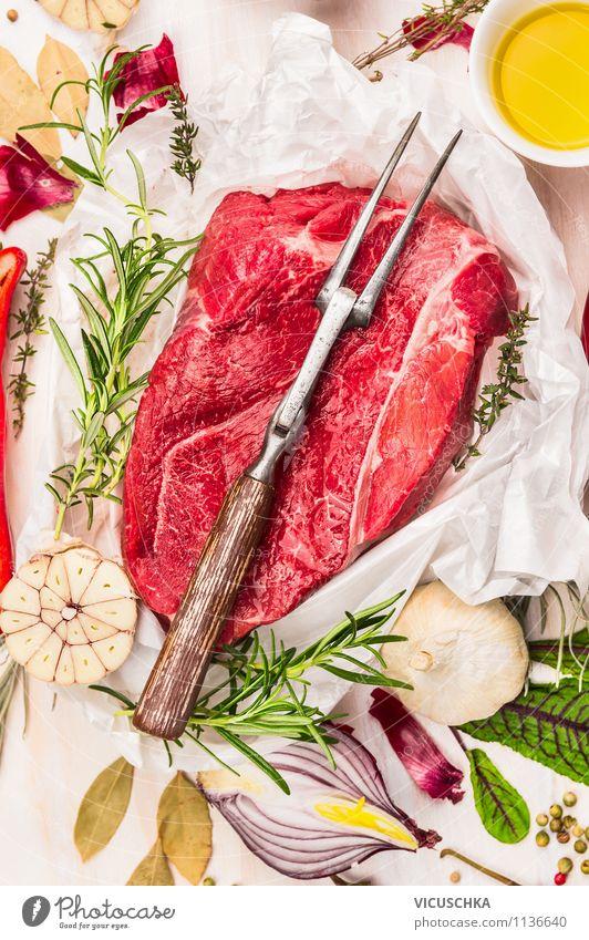 Rindfleisch roh mit Fleischgabel, Öl und Gewürzen alt Stil Foodfotografie Lebensmittel Design Ernährung Kochen & Garen & Backen Papier Kräuter & Gewürze Küche