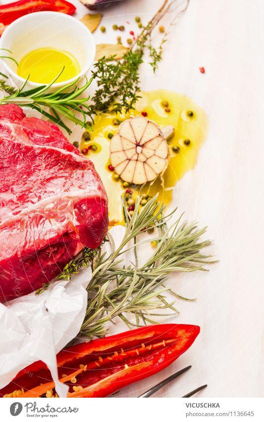 Fleisch mit Gewürzen und Öl zubereiten Lebensmittel Gemüse Kräuter & Gewürze Ernährung Mittagessen Abendessen Festessen Bioprodukte Diät Schalen & Schüsseln