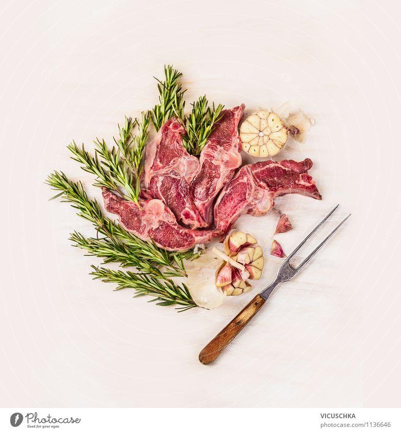 Lamm, Rosmarin und Knoblauch mit Fleischgabel Lebensmittel Fisch Kräuter & Gewürze Ernährung Abendessen Festessen Bioprodukte Diät Gabel Stil Design