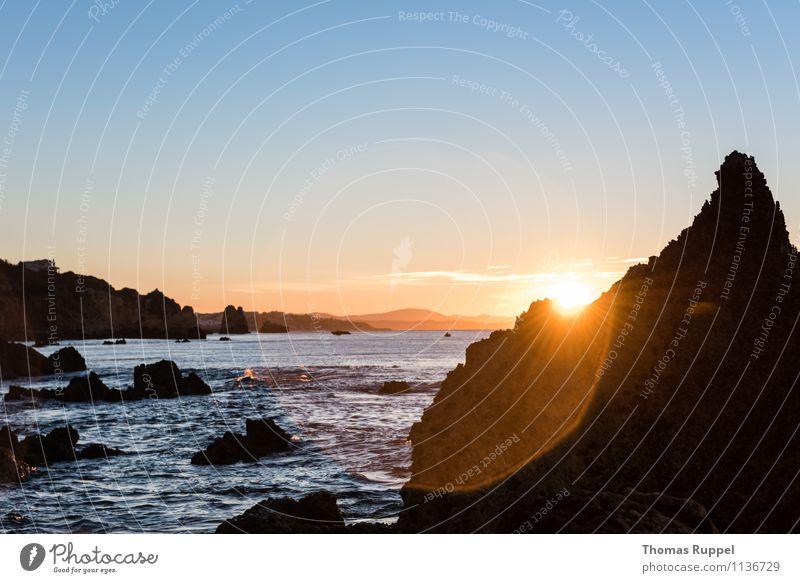 Sonnenkegel Freiheit Sommerurlaub Strand Meer Wellen Umwelt Natur Wasser Horizont Sonnenaufgang Sonnenuntergang Küste Bucht Optimismus Erfolg Kraft Farbfoto