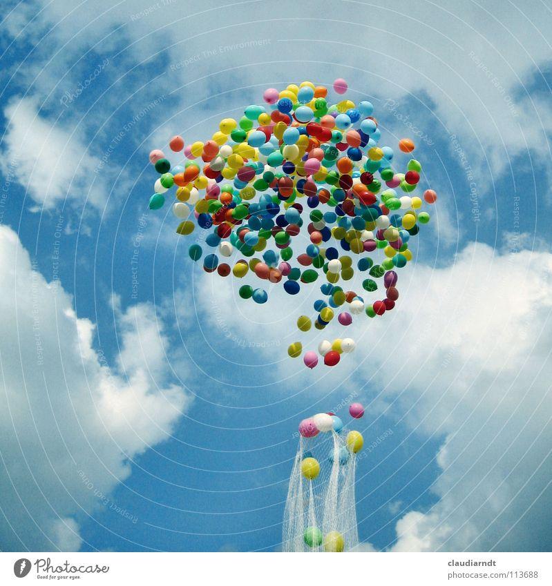 Gummiwolke Freiheit Feste & Feiern Himmel Wolken Luftballon Netz fliegen Beginn Farbe Leichtigkeit Schweben aufsteigen loslassen freilassen Abheben Jubiläum