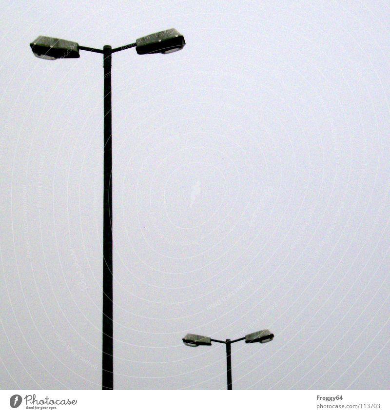 Nicht von rokit....... Himmel Farbe Lampe grau Beleuchtung Industrie Technik & Technologie Strommast Straßenbeleuchtung Stab Halterung Elektrisches Gerät Funzel