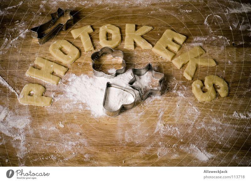 Teigrestverwurstung Weihnachten & Advent Kochen & Garen & Backen Buchstaben Kuchen Backwaren Haushalt Keks Plätzchen Mehl Weihnachtsgebäck stechen Ernährung Küchentisch Ausstechform Plätzchenteig Plätzchen ausstechen