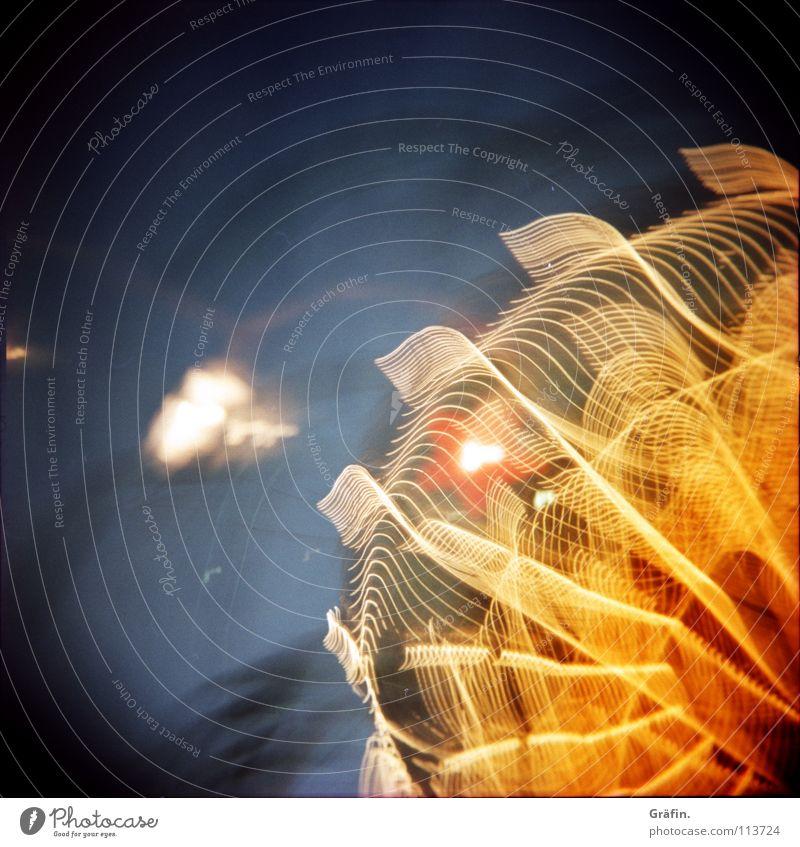 100. Freiflu....g Freude dunkel Lampe Geschwindigkeit festhalten drehen Jahrmarkt Kette erleuchten Dom Glühbirne Nähgarn Nachthimmel Karussell Verwirbelung