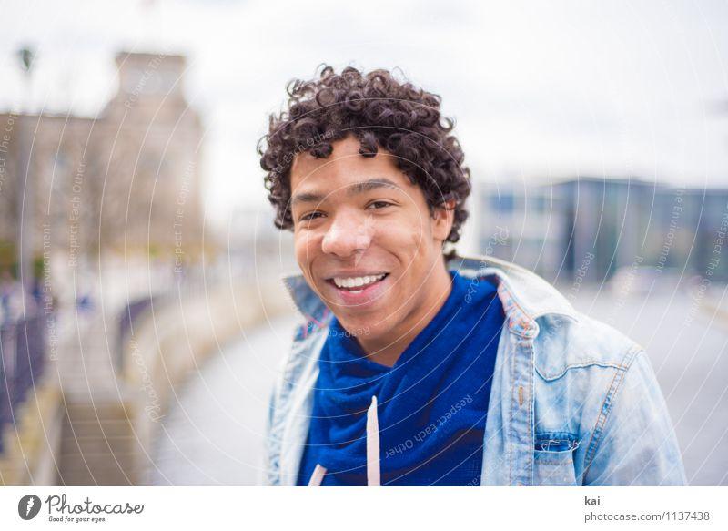 Daniel 3 Mensch maskulin Junger Mann Jugendliche Erwachsene 1 18-30 Jahre schwarzhaarig Locken authentisch Coolness Glück trendy Zufriedenheit Farbfoto