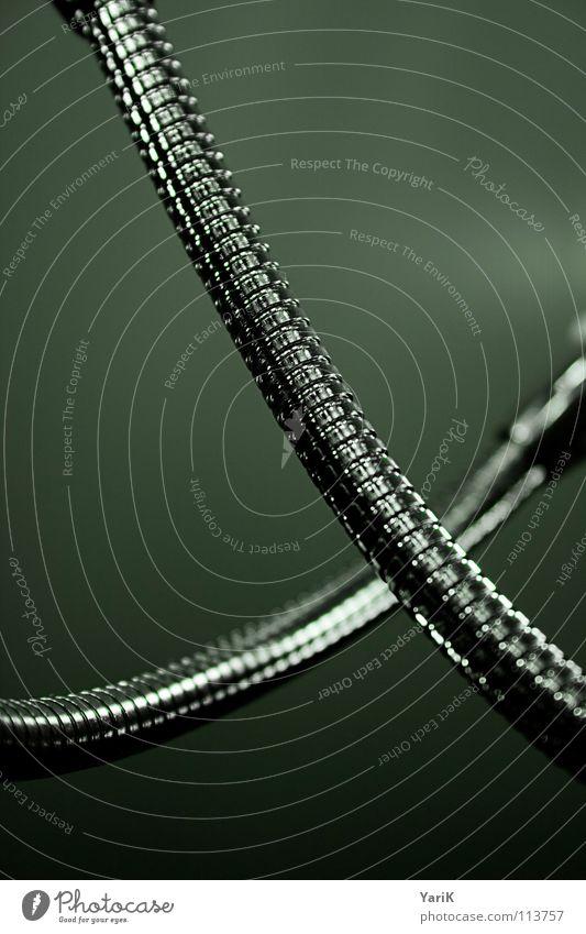 matrix IV Schlauch Metall Chrom Edelstahl Stahl geschwungen Biegung dunkel technisch Industriefotografie Roboter grün türkis obskur Kurve Mechanik