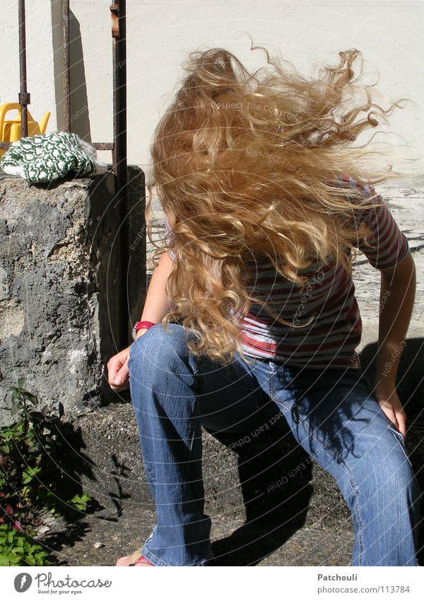 Let them fly Jugendliche Bewegung Haare & Frisuren blond Kreis Freizeit & Hobby Flügel lang Wildtier Kreisel