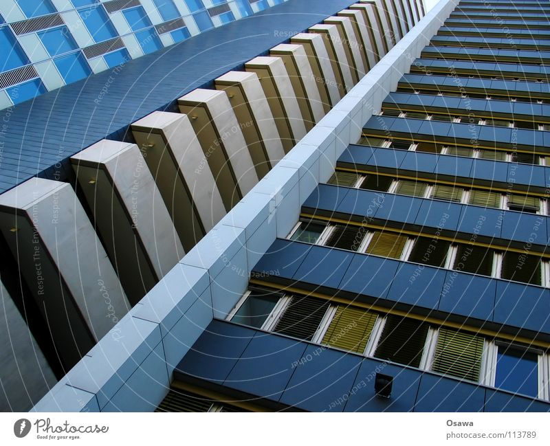 naja Haus Fenster Gebäude Hochhaus hoch Fassade Perspektive Balkon Etage Langeweile Raster Bürogebäude