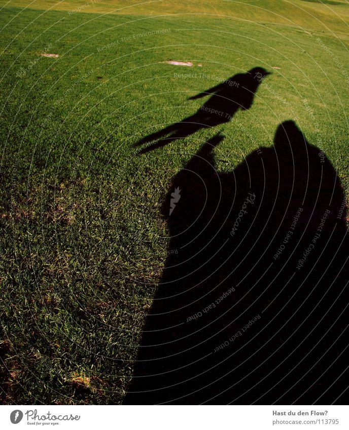 der riese glombatsch Wiese Gras grün Hügel Traumwelt Traumland Golfplatz Feindschaft verfolgen Winter Dezember saftig schön kalt Schal Monster Krallen böse