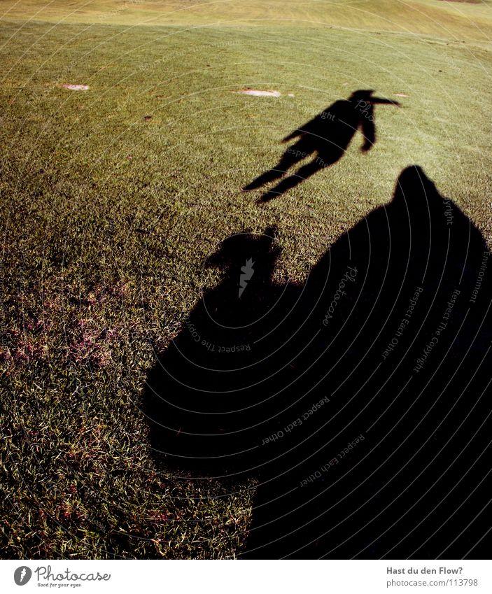 riese 3.0 Wiese Gras grün Hügel Traumwelt Traumland Golfplatz Feindschaft verfolgen Winter Dezember saftig schön kalt Schal Monster Krallen böse Koloss