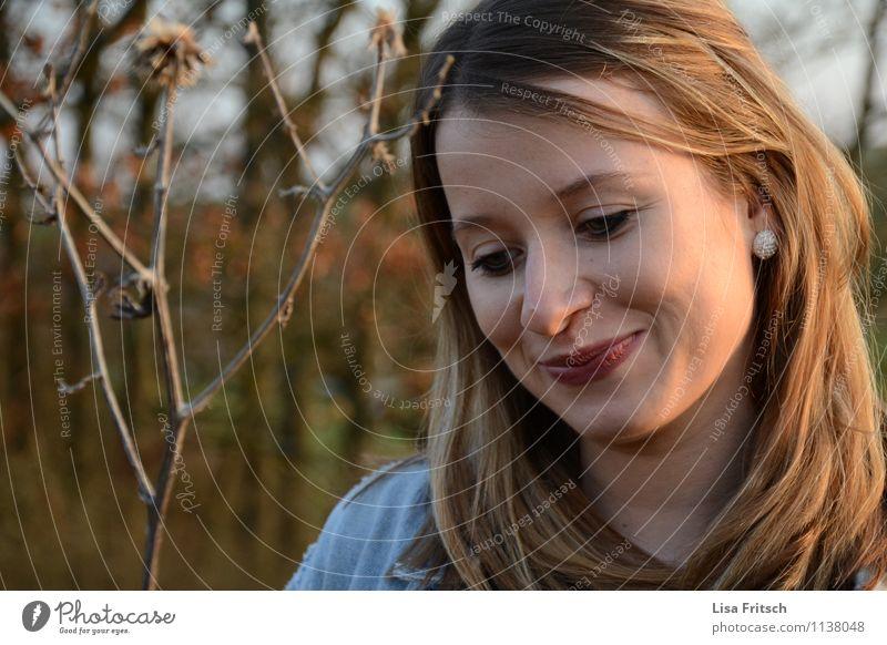 lächeln Mensch Natur Jugendliche schön Freude Erwachsene Gesicht feminin natürlich Glück Haare & Frisuren Zufriedenheit leuchten Fröhlichkeit ästhetisch Lächeln
