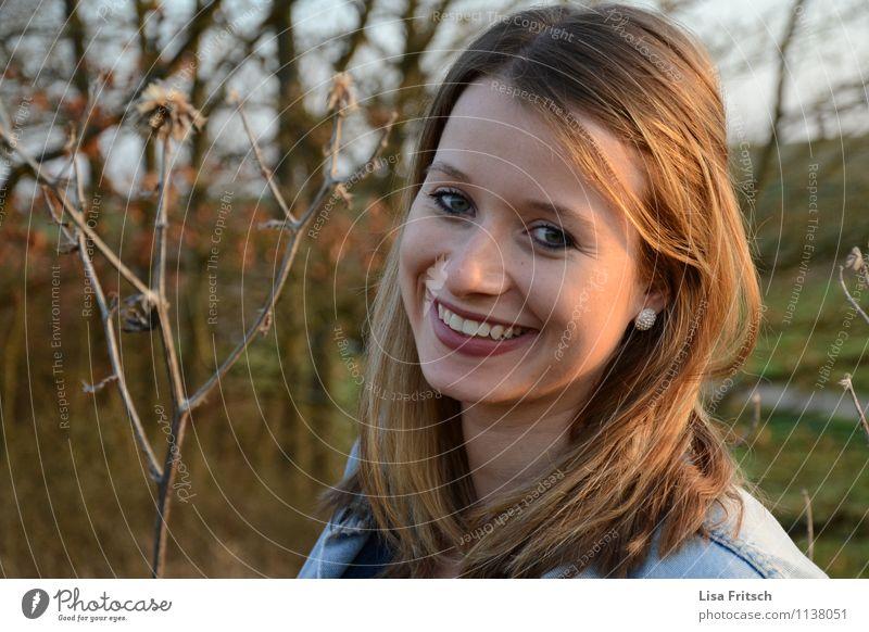 Loisl Mensch Natur Jugendliche schön Junge Frau Freude 18-30 Jahre Erwachsene feminin Glück Gesundheit lachen Zufriedenheit leuchten Fröhlichkeit ästhetisch