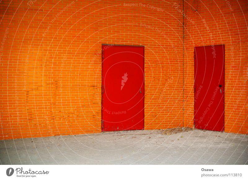 Café Orange rot Haus Wand Mauer 2 orange Tür Ecke paarweise Fliesen u. Kacheln Eingang Ausgang Nachbar einladend nebeneinander