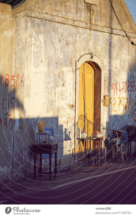 Yellow Door. Dorf Fischerdorf Kleinstadt ästhetisch gelb Tür Tor Flohmarkt Graffiti Wand Straßenrand Farbfoto Gedeckte Farben Außenaufnahme Experiment abstrakt