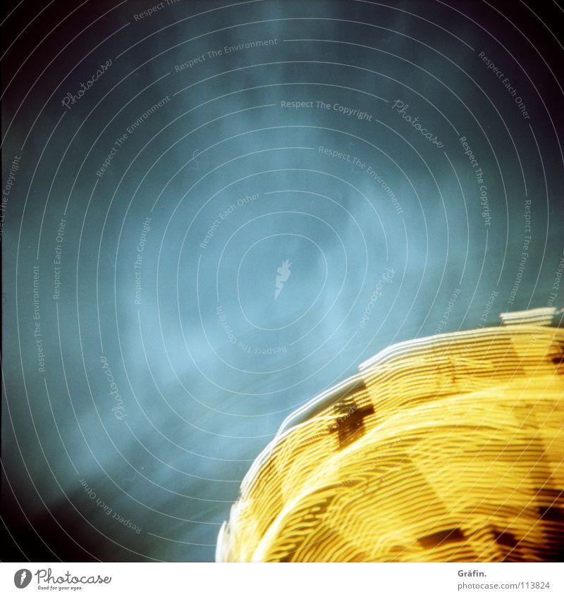 Himmel über dem Dom Jahrmarkt Kettenkarussell drehen Geschwindigkeit Verwirbelung Licht Lichtgeschwindigkeit Karussell Glühbirne Lampe Lichtstreifen