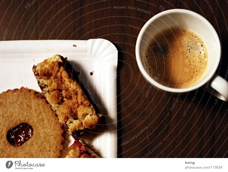Brainstorm im Modelleisenbahnverein Denken Feste & Feiern Pause Kaffee Kochen & Garen & Backen Club Süßwaren Tasse Kuchen Zucker Backwaren festlich Plätzchen