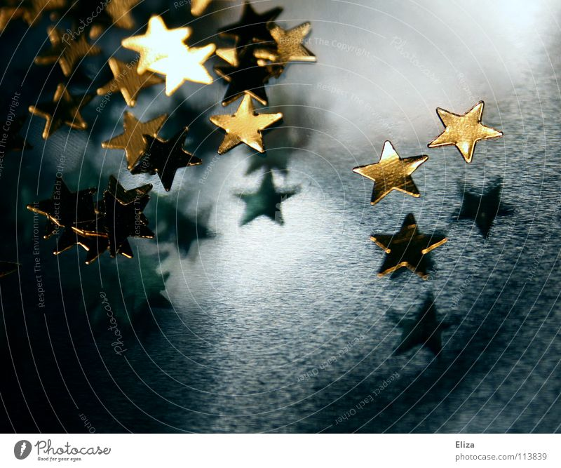 Goldene Sterne auf blauem Hintergrund. Weihnachten. Stern (Symbol) Dekoration & Verzierung Feste & Feiern gold Stimmung Baumschmuck schimmern