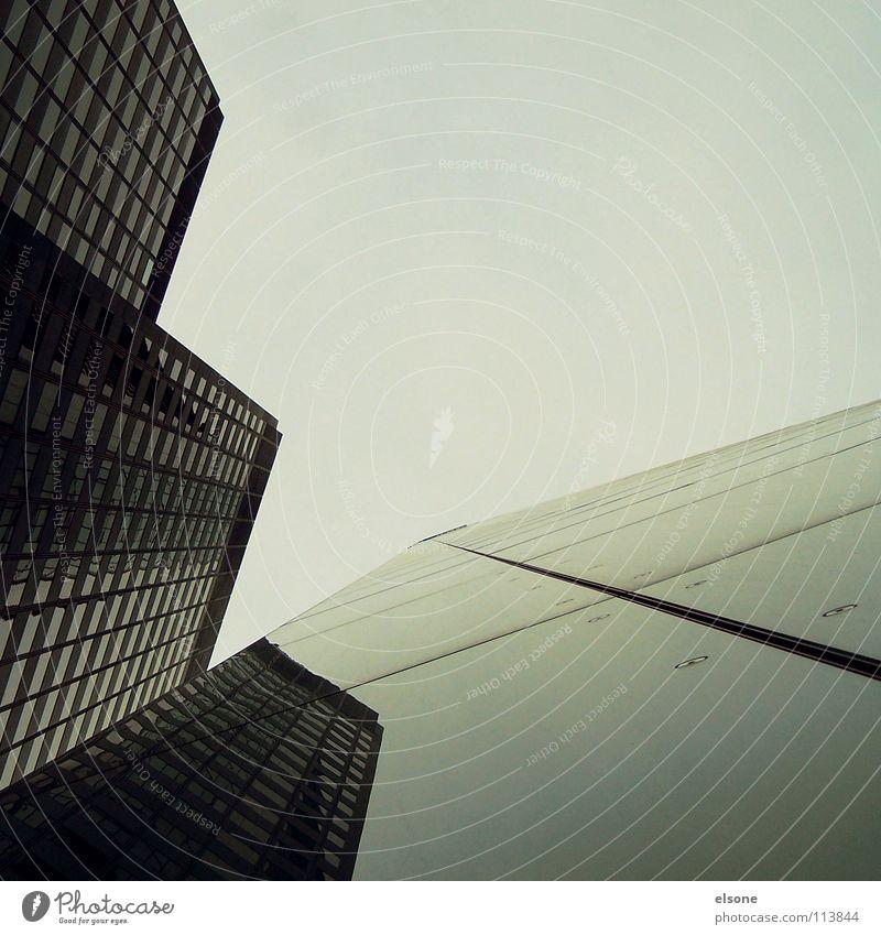 ::SUIT:DISTRICT:: Himmel Stadt Haus schwarz Leben dunkel kalt Arbeit & Erwerbstätigkeit Fenster grau Gebäude Business Glas Schilder & Markierungen Beton