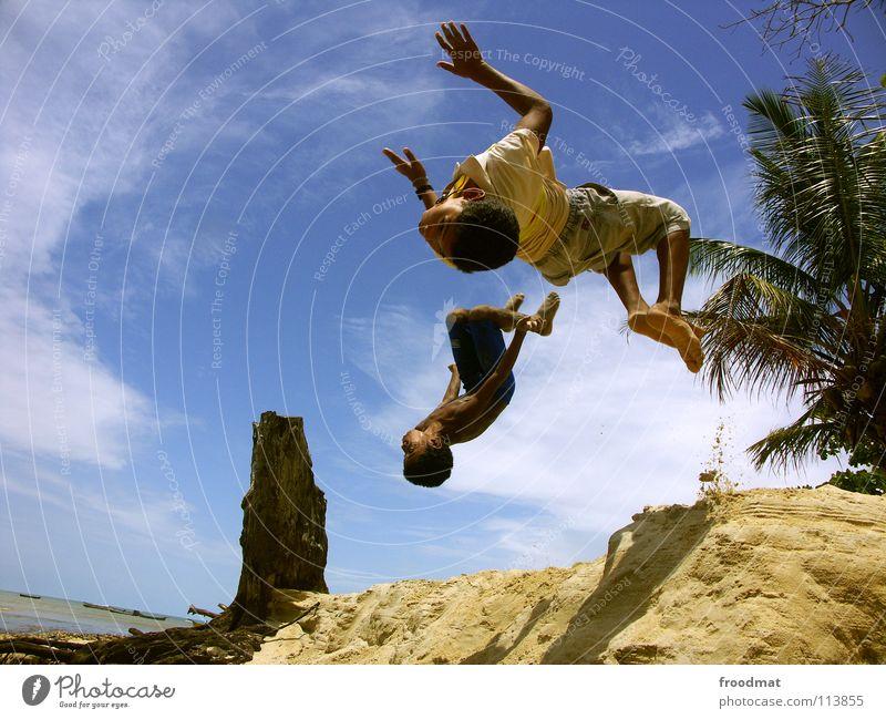 cool kids Brasilien Strand Meer Palme Ferien & Urlaub & Reisen Lebensfreude Salto gefroren Wasserfahrzeug lässig Luft Ausgelassenheit Sport akrobatisch