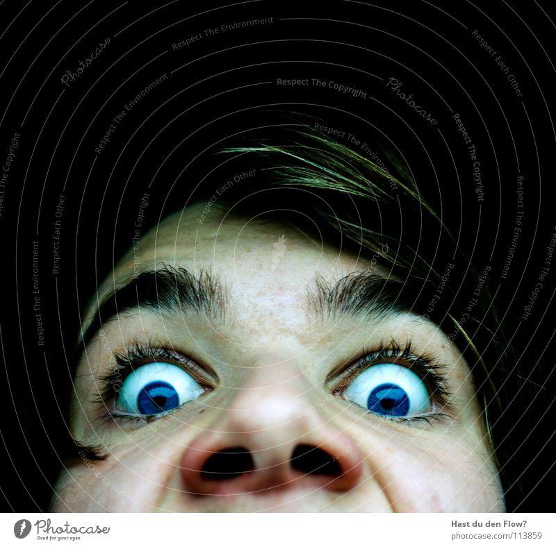 schock Wasserleiche bleich schwarz weiß Nasenloch Wimpern Augenbraue braun Monster Angst Panik Zombie Mensch blaue augen black white blue Gesicht Kopf