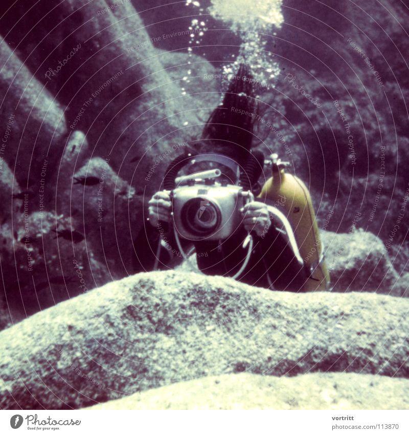 story folgt 2 Wasser alt Stil Kunst Unterwasseraufnahme Brille Fotokamera tauchen Anzug Oberfläche Fotografieren Sechziger Jahre filmen Schnorcheln Kunsthandwerk Blei