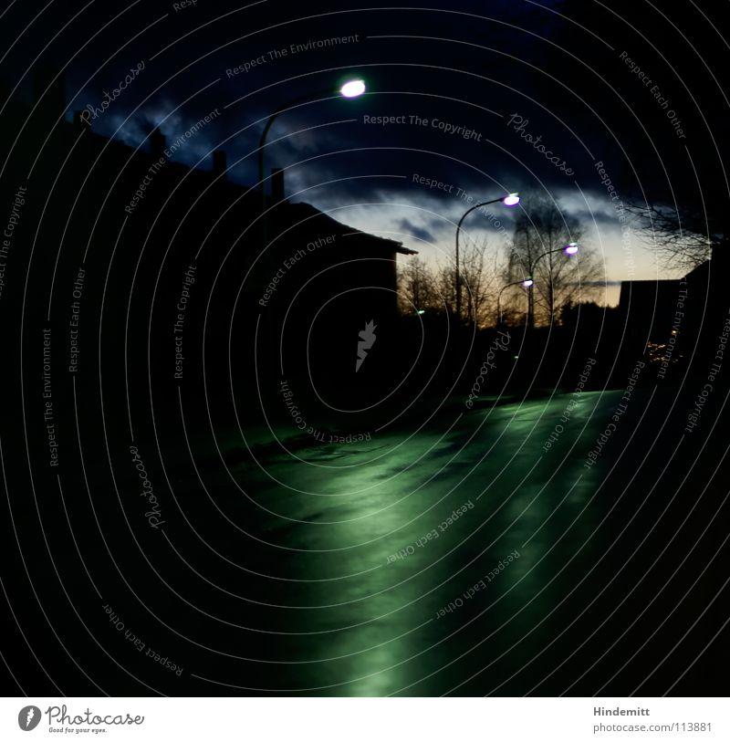 Twilight in OBD [1] Abend Haus Wolken dunkel Wohnsiedlung Baum Regen nass Reflexion & Spiegelung Lampe Laterne Herbst Himmel Abenddämmerung Straße hell Kontrast