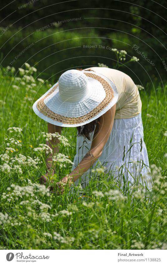 Blumenmädchen Mensch Natur Jugendliche Pflanze grün Sommer Junge Frau 18-30 Jahre Erwachsene feminin Garten Park Fröhlichkeit Schönes Wetter Burg oder Schloss Hut