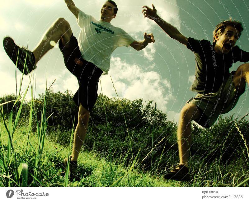 A-Hörnchen und B-Hörnchen lernen fliegen! Mensch Himmel Mann Natur Freude Sommer Wolken Leben Wiese Spielen Freiheit Gefühle springen Landschaft Bewegung lachen