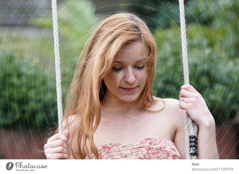 pZ2 l Gelassenheit Mensch Jugendliche schön Junge Frau Erholung 18-30 Jahre Erwachsene Leben Bewegung feminin Glück Stimmung Kopf Zufriedenheit Lebensfreude
