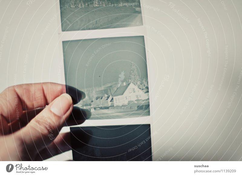 alte negative II analog Hand Finger Daumen Fingernagel festhalten durchsichtig Erinnerung Nostalgie Familienalbum Quadrat