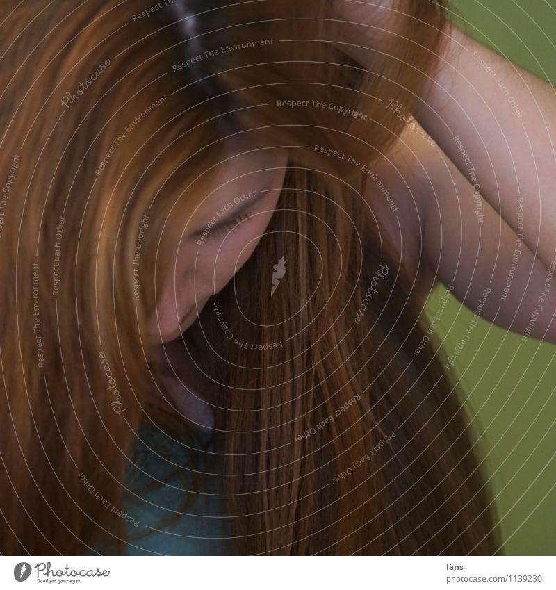 pZ2 l versunken Mensch Frau Jugendliche schön Erotik 18-30 Jahre Erwachsene Gesicht Traurigkeit Gefühle feminin natürlich Haare & Frisuren Kopf Sehnsucht
