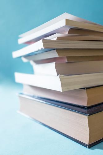 Lesen vertreibt die Dummheit blau Stil Zeit Schule Lifestyle Design Beginn Kreativität Buch einfach lernen Studium Idee Kultur Zeichen rund