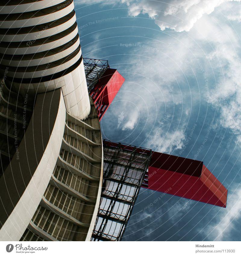 ISS – Italian Space Station Garage Stadion Tribüne Macht beeindruckend Mailand Italien Wolken Weltraumstation Dach Beton Stahl Detailaufnahme Himmel Turm