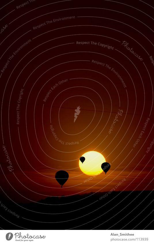 into the sun Sonnenuntergang Luftverkehr Himmelskörper & Weltall hot air balloon sundown. evening dawn flying landscape