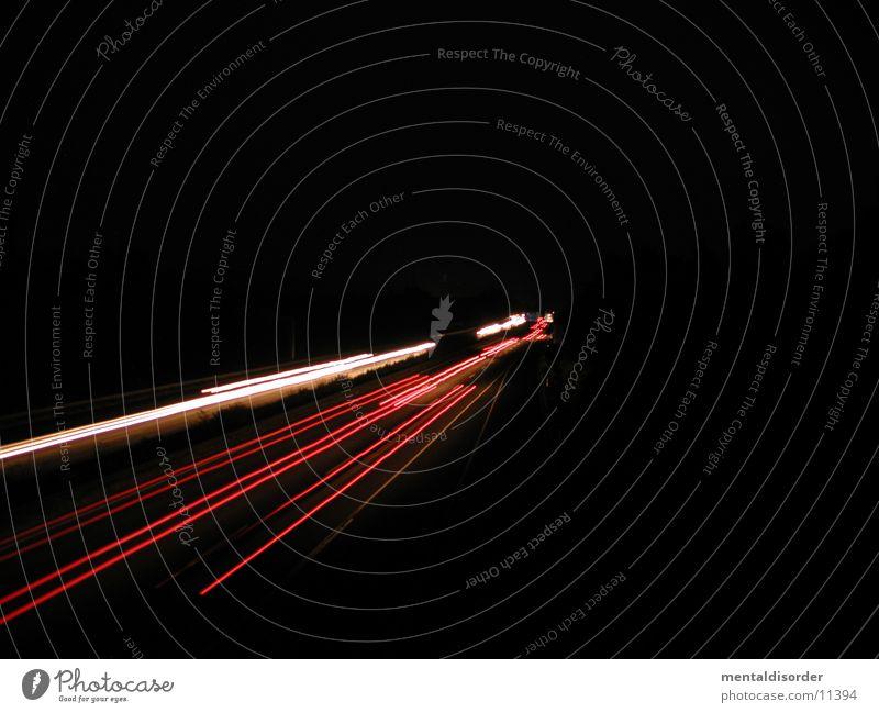 Autobahn KS-GÖ Licht Nacht Geschwindigkeit fahren Streifen rot gelb weiß Baum Sträucher Fahrbahn Barriere lang Belichtung Bewegung Lastwagen Fahrzeug Club
