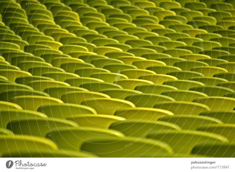 gähnende Leere Tribüne grün leer Denkmalschutz Wahrzeichen Sitzgelegenheit Reihe Haupttribüne Statue Kunststoff
