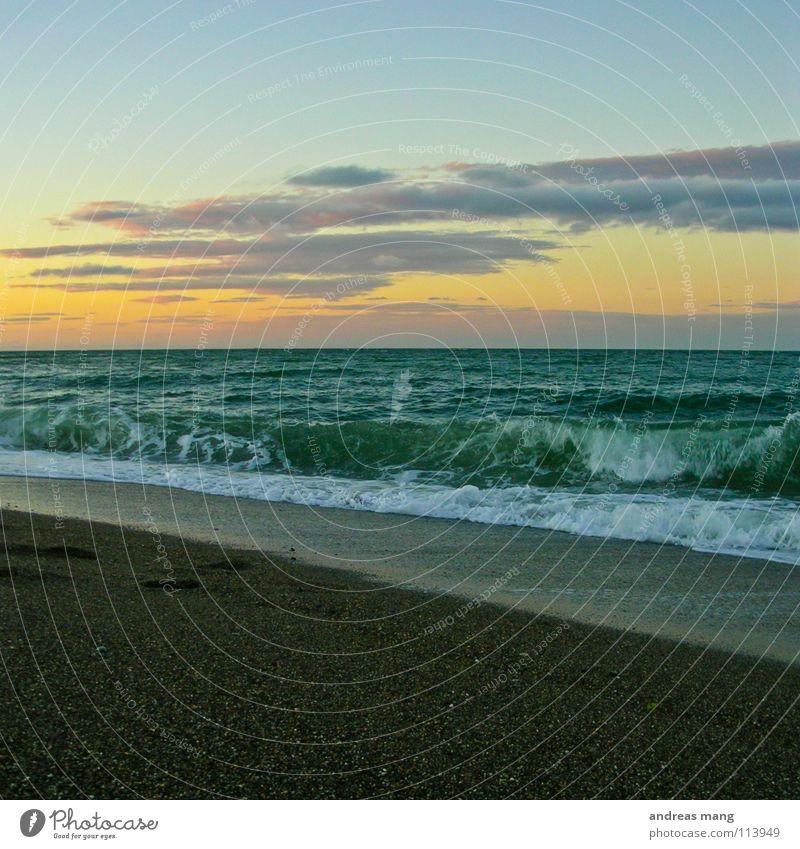 Unendliche Weiten Meer Himmel Wolken Wellen Sonnenuntergang Abenddämmerung Strand ruhig Ferne genießen Erholung ocean sea Wasser water sky far cloud clouds wave