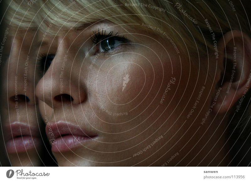 prüfungsangst Angst Trauer Unlust Müdigkeit genervt Ziel Frau Gesichtsausdruck blond Lippen Spiegel Spiegelbild Porträt Selbstportrait Bildung Traurigkeit