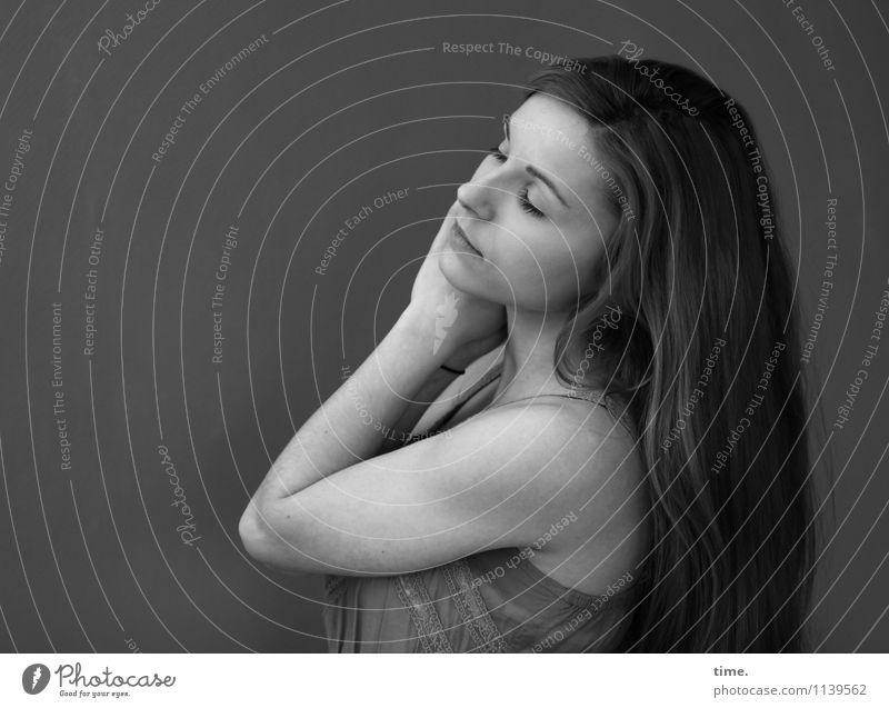 . feminin Junge Frau Jugendliche 1 Mensch Kleid langhaarig träumen elegant schön Gefühle Zufriedenheit Vertrauen Romantik Leben Sehnsucht Leichtigkeit