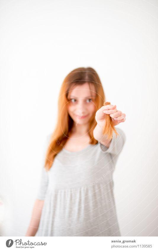 Haare schneiden Lifestyle Stil Design schön Körperpflege Haare & Frisuren Gesundheit Behandlung Leben Freizeit & Hobby Freiheit feminin Junge Frau Jugendliche 1