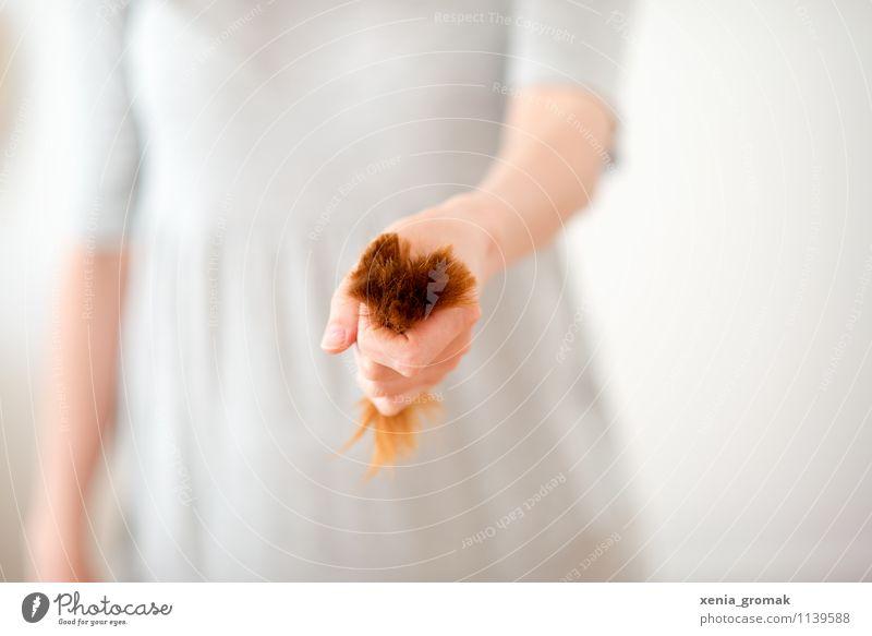 Haare Lifestyle Stil Design schön Körperpflege Haare & Frisuren Freizeit & Hobby Frau Erwachsene Hand ästhetisch trendy rot weiß Begeisterung Optimismus Erfolg