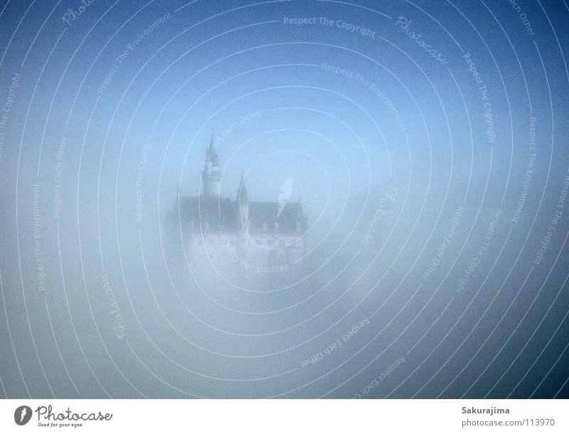 Schloss Neuschwanstein Allgäu Bayern Schwangau Nebel Zauberei u. Magie Märchen König Wolken träumen Traumland Monarchie teuer Unschärfe dunkel Verlauf Dach