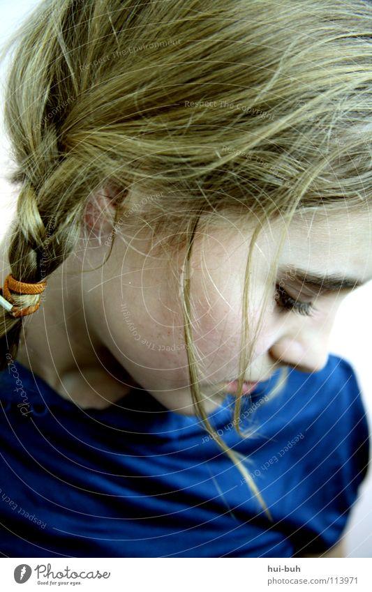 Trauersträhne senken blond Zopf Gummi zerbrechlich Erwartung Verzweiflung Haare & Frisuren Traurigkeit trauriges mädchen blau Einsamkeit Gesicht Tränen weinen