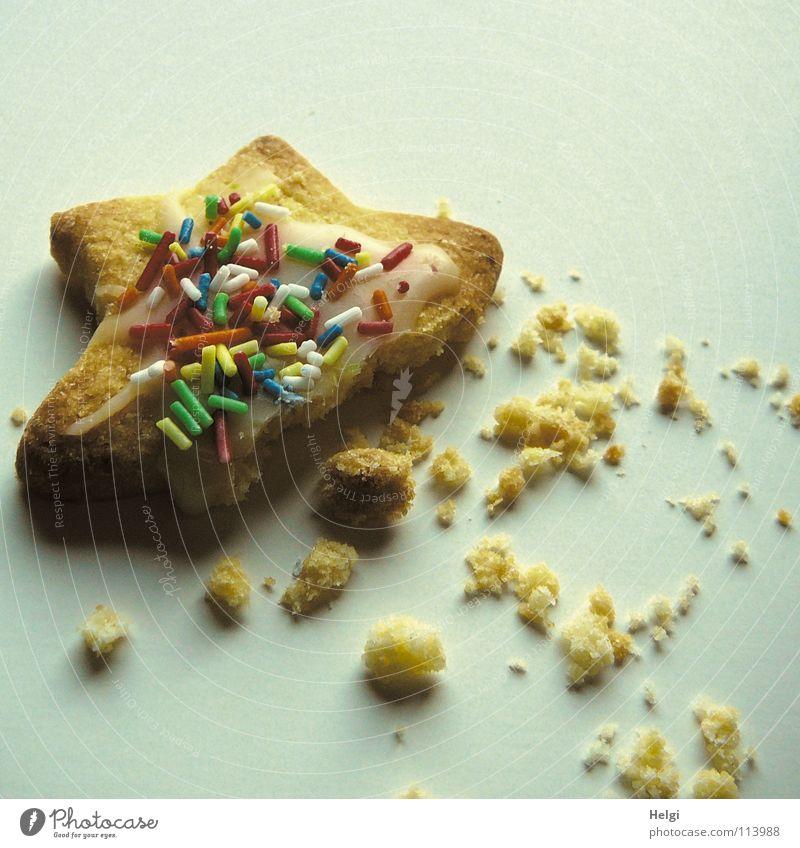 Keks als Stern mit Krümeln Plätzchen Weihnachtsgebäck Backwaren Bäckerei Weihnachten & Advent genießen lecker Ernährung angefressen Teigwaren Zuckerguß Streusel
