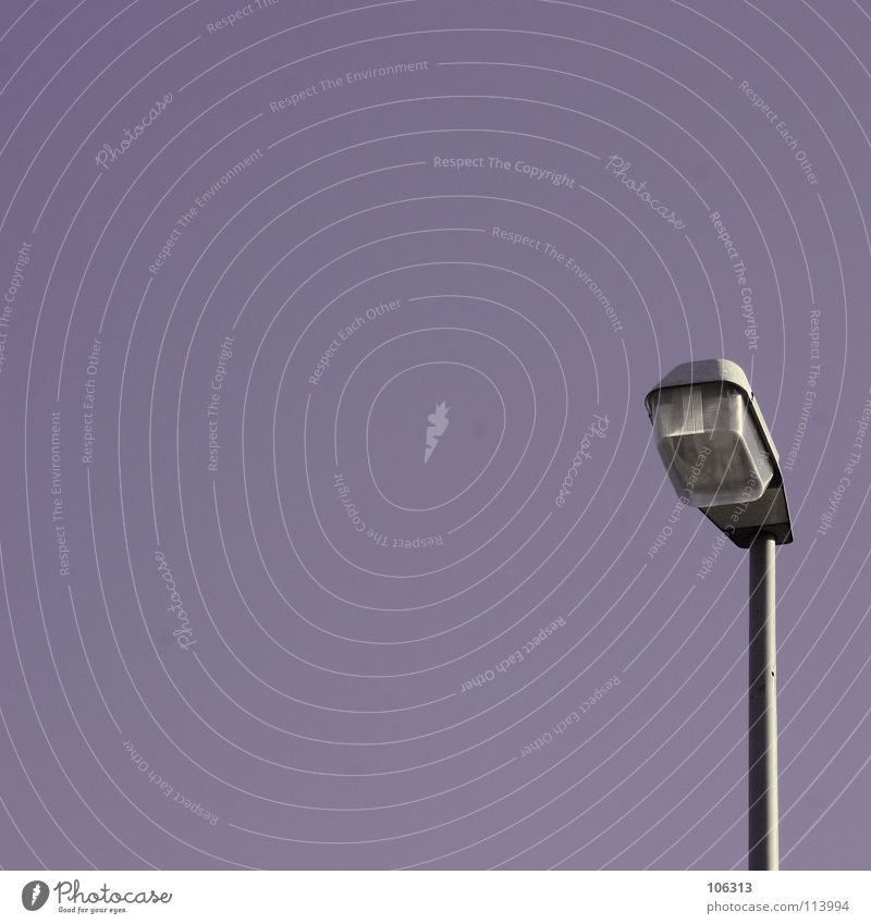 SIMPLE THINGS Himmel schön dunkel Graffiti Metall Lampe Linie Industrie Schönes Wetter einfach violett Laterne Statue wirklich Bremen