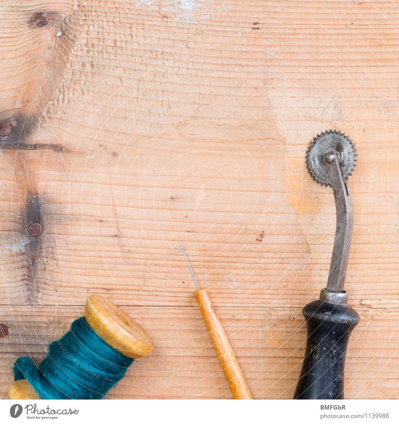 omas erbe alt Freude Stil Hintergrundbild Mode Design Häusliches Leben Bekleidung Beginn Kreativität Schnur planen Holzbrett Dienstleistungsgewerbe Nähgarn