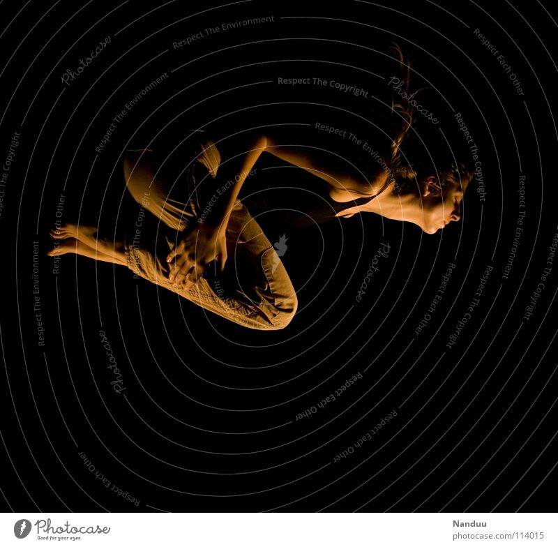im Traum tauchen auftauchen Frau dunkel Licht träumen geben skurril seltsam außergewöhnlich Schweben Speiseröhre verwundbar Schwerelosigkeit Konzentration