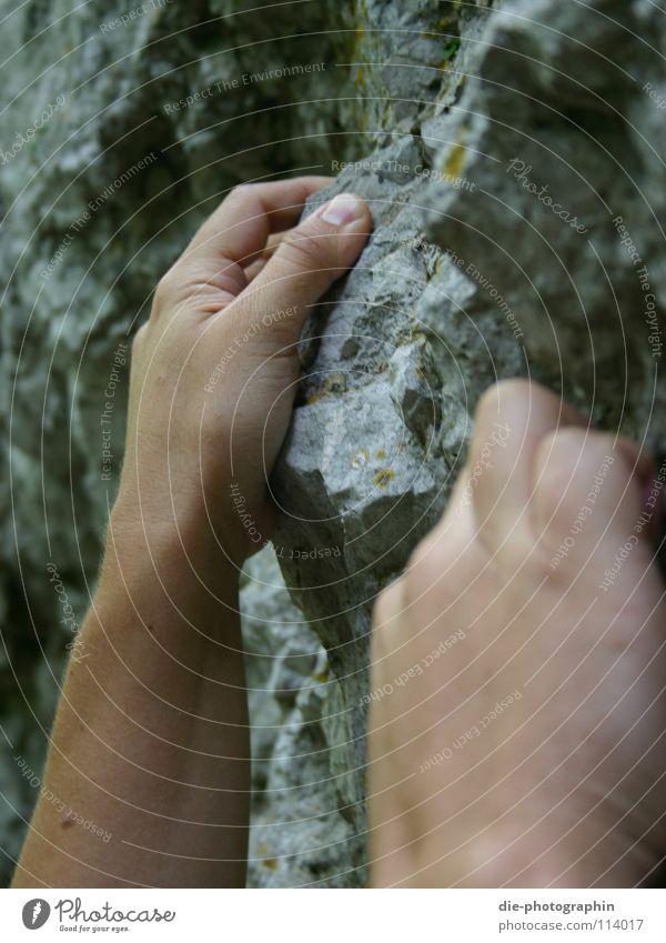 Klettern Bergsteigen Freizeit & Hobby Hand Nahaufnahme Fränkische Schweiz Makroaufnahme Berge u. Gebirge Spielen Freeclimbing Felsen Bouldern sportklettern