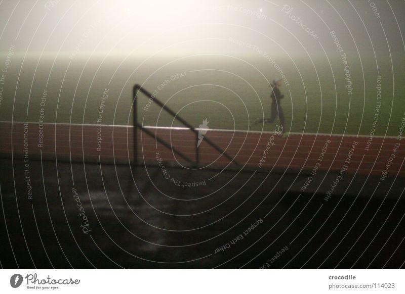 nebellauf l Frau Sport Spielen Gesundheit Treppe Nebel Kraft laufen Streifen Eisenbahn Rasen Geländer sportlich Sport-Training Läufer